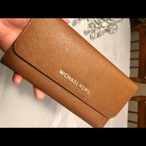 Michael Kors Wallet (NWOT)